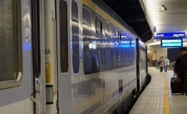 Na 3 miesiące sąd aresztował tymczasowo mężczyznę, który w weekend groził, że wysadzi w powietrze pociąg z Krakowa do Kołobrzegu. Jak ustalił reporter RMF FM Mariusz Piekarski, 40-latek usłyszał zarzut fałszywego informowania o nieistniejącym zagrożeniu. Najprawdopodobniej mężczyzna trafi na obserwację psychiatryczną.