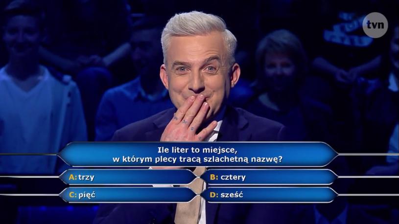 """W poniedziałkowym odcinku """"Milionerów"""" Hubert Urbański zadał pytanie o... cztery litery."""