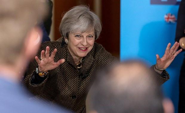 """Premier Theresa May zapewnił, że jej Partia Konserwatywna zrealizuje obietnicę zredukowania imigracji netto do Wielkiej Brytanii do """"dziesiątków tysięcy"""" rocznie, jeśli wygra w przyszłym miesiącu wybory parlamentarne."""
