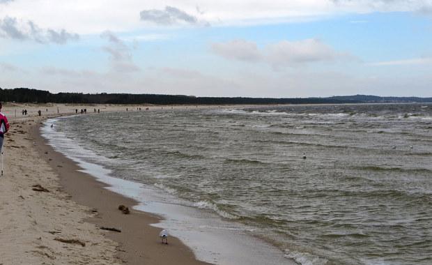 Lato nad Bałtykiem może być w tym roku wyjątkowo chłodne - ostrzegają synoptycy. Morze ma aktualnie 7-8 stopni Celsjusza. Rok temu o tej porze Bałtyk miał 14 stopni.