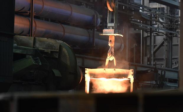Urząd Marszałkowski w Krakowie wstrzymał prace nad pozwoleniem zintegrowanym dla huty ArcelorMittal. To dokument, który ustala, ile szkodliwych substancji zakład może wyemitować do środowiska.