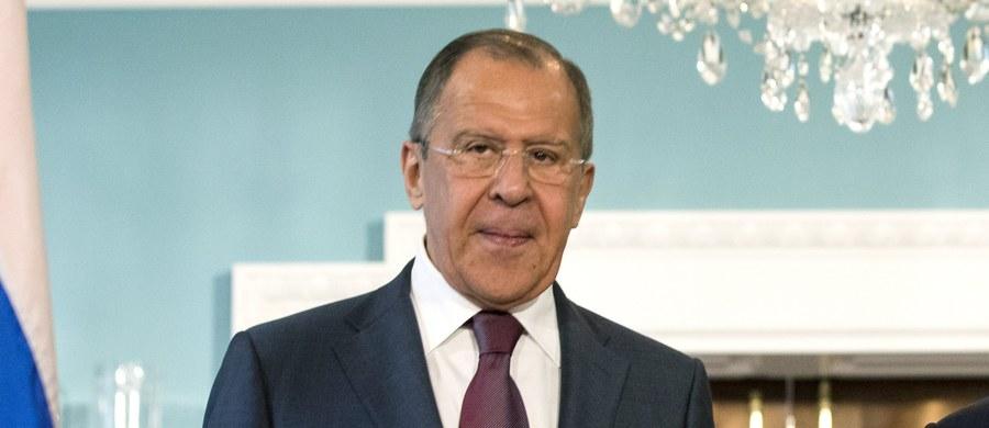 """Prezydent USA Donald Trump ocenił jako """"bardzo dobre"""" swoje środowe spotkanie z rosyjskim ministrem spraw zagranicznych Siergiejem Ławrowem, który wcześniej przeprowadził też rozmowy z amerykańskim sekretarzem stanu Rexem Tillersonem."""