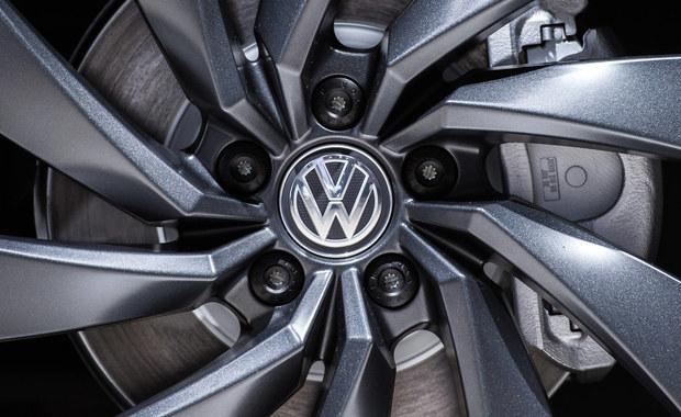 """Prokuratura w Stuttgarcie wszczęła dochodzenie wobec prezesa Volkswagena Matthiasa Muellera jako podejrzanego o manipulowanie rynkiem w ramach skandalu z fałszowaniem pomiarów toksyczności spalin - podał niemiecki tygodnik ekonomiczny """"Wirtschaftswoche""""."""