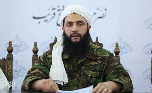 Władze amerykańskie zaoferowały 10 milionów dolarów za informacje, które pozwoliłyby zlokalizować miejsce pobytu Mohamada al-Dżolaniego, lidera ugrupowania Dżabhat Fatah al-Szam (dawniej Front al-Nusra) w Syrii - poinformował Departament Stanu USA.