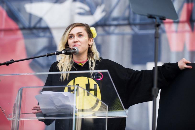 """W sieci pojawił się zapowiadany nowy teledysk Miley Cyrus """"Malibu"""", który zwiastuje nową płytę amerykańskiej wokalistki."""