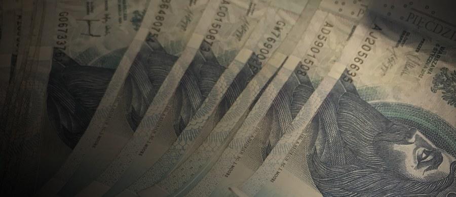 """Komisja Nadzoru Finansowego jednogłośnie zawiesiła działalność Spółdzielczej Kasy Oszczędnościowo-Kredytowej """"Twoja"""" w Kędzierzynie-Koźlu oraz postanowiła wystąpić do właściwego sądu z wnioskiem o ogłoszenie jej upadłości. Wyjaśniono, że aktywa """"Twojej"""" SKOK nie wystarczają na zaspokojenie jej zobowiązań."""