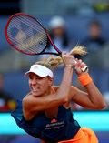 Radwańska spadła na dziewiąte miejsce, Kerber liderką rankingu WTA