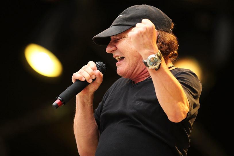 W niedzielę (14 maja) po raz pierwszy od ponad roku na scenie pojawił się Brian Johnson, wokalista grupy AC/DC, który zawiesił swoją karierę z powodów zdrowotnych. Niespełna 70-letniemu wokaliście groziła całkowita utrata słuchu.