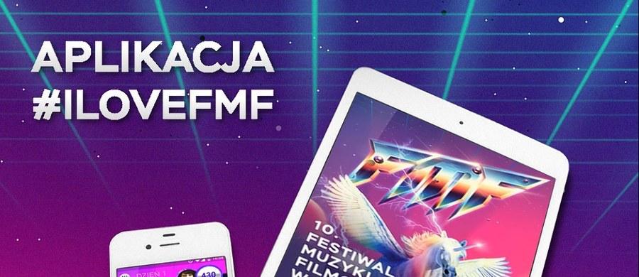 Aplikacja #ilovefmf powraca na jubileuszową odsłonę Festiwalu Muzyki Filmowej w Krakowie! Odświeżony wygląd, kieszonkowy program 10. edycji FMF, playlista, kolejna dawka pomysłów na zdjęcia w festiwalowym stylu, nowe wyzwania quizowe, social hub, dzięki któremu będziecie na bieżąco z wieściami ze świata FMF, a także kolejna beaconowa przygoda w ramach festiwalowej gry miejskiej. To wszystko, i wiele więcej, znajdziecie w nowej odsłonie aplikacji #ilovefmf!