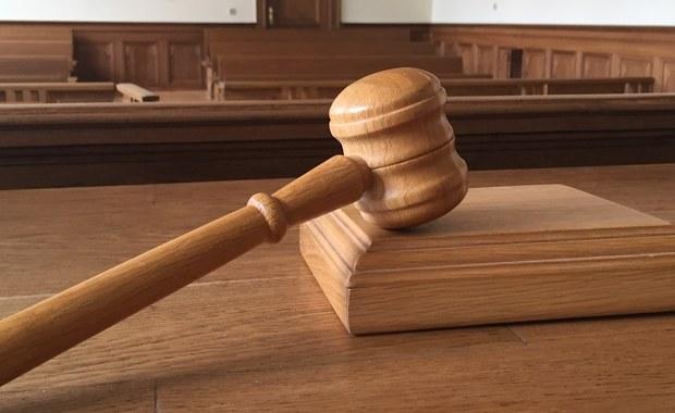 Kary 5 lat więzienia chce prokurator dla byłego prezesa Sądu Rejonowego w Zwoleniu (Mazowieckie). Cezary K. oskarżony jest o przestępstwa o charakterze seksualnym. Obrona wniosła o uniewinnienie. Sąd Rejonowy w Ostrowcu Świętokrzyskim wyrok ma ogłosić 24 maja. Proces w tej sprawie rozpoczął się w 2013 r. Miał niejawny charakter.