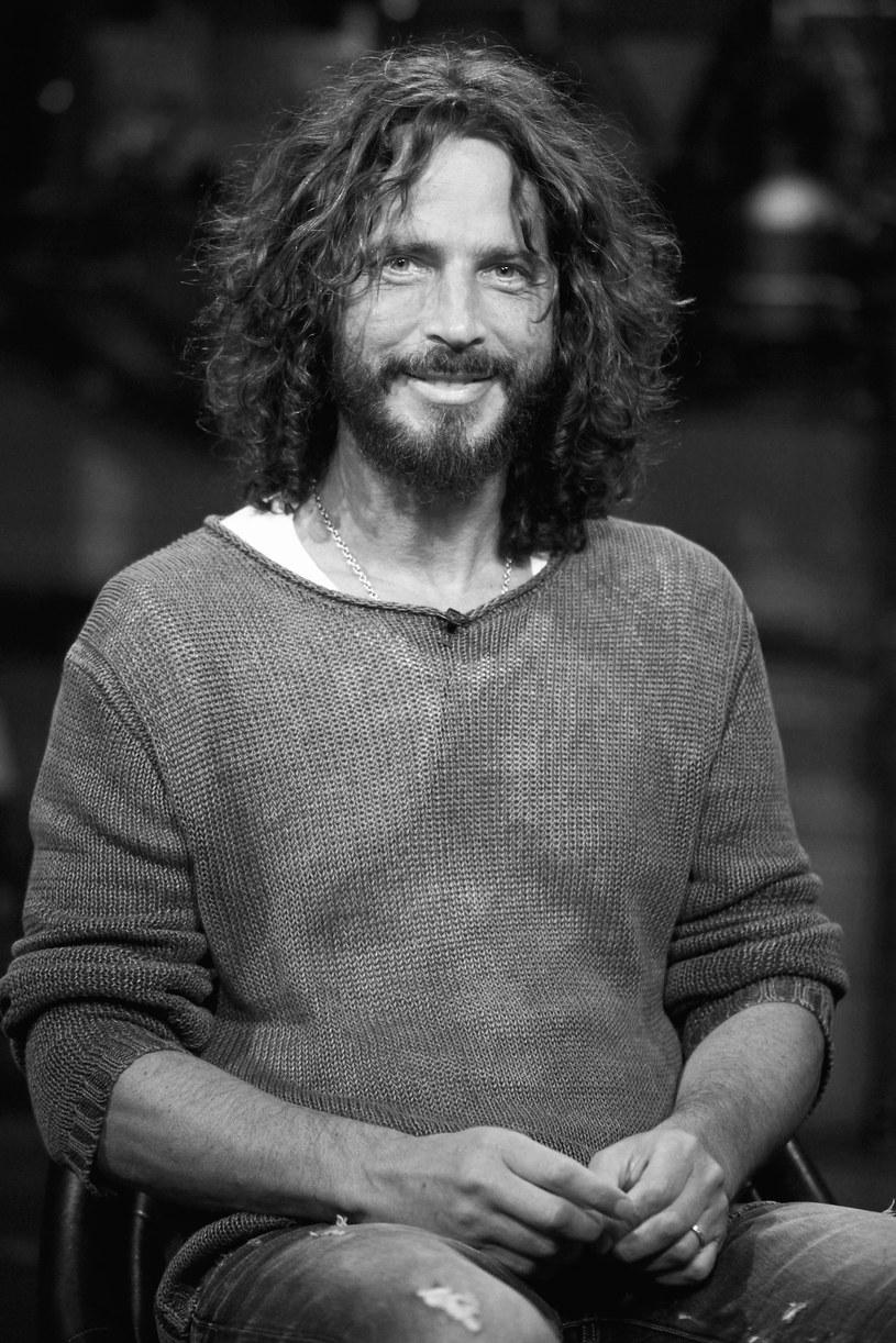 """Agencja AP podała, że w wieku 52 lat zmarł nagle Chris Cornell, wokalista grup Soundgarden i Audioslave. W 2006 roku artysta nagrał piosenkę do filmu """"Casino Royale"""" o przygodach Jamesa Bonda."""