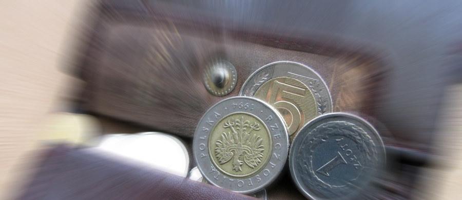 Kredyty w bankach robią się coraz droższe - zwłaszcza te hipoteczne.  Bankowcy podnoszą marże.  Zdolność kredytowa przeciętnej polskiej rodziny spadła w ciągu dwóch lat o ponad 100 tysięcy złotych - wynika z najnowszego raportu firmy pośrednictwa nieruchomości Metrohouse i pośrednictwa kredytowego Expander.