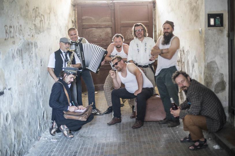 """Poniżej możecie zobaczyć teledysk """"4 x Tak ale jednak Nie"""" folkowej grupy Slovian'sky."""
