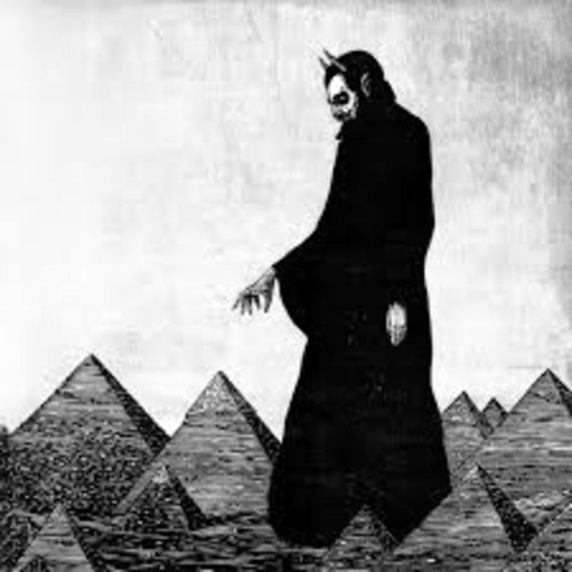 """Greg Dulli nagrywa coraz krótsze albumy (""""Do The Beast"""" z 2014 trwa ok. 40 minut, najnowszy krążek - 36 minut), co na szczęście nie wpływa na intensywność obcowania z muzyką The Afghan Whigs. Odsłuch """"In Spades"""" zaspokaja głód mocnych gitarowych numerów. Zadziwiający """"Birdland"""" na początek"""", zaraz po nim porywający """"Arabian Heights"""" - gentlemen, you had my curiosity, but now you have my attention."""