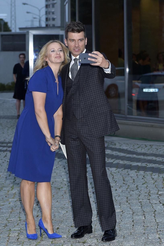 Marzena Rogalska i Tomasz Kammel tworzą jeden z najsympatyczniejszych duetów telewizyjnych. Na co dzień są tak samo wyluzowani, otwarci i bardzo zabawni, jak na wizji. Zawodowo – soliści o silnych charakterach, prywatnie – szczęśliwi single.