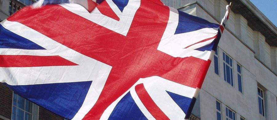 """Pierwsza sesja negocjacji pomiędzy Wielką Brytanią a Unią Europejską ws. Brexitu odbędzie się 19 czerwca, 11 dni po przedterminowych wyborach do Izby Gmin - poinformował w piątek brytyjski dziennik """"The Guardian"""", powołując się na źródła w dyplomacji UE. Według informacji gazety, planowany termin rozpoczęcia rozmów został przekazany do wiadomości najważniejszym politykom w Unii Europejskiej w ubiegłym tygodniu."""