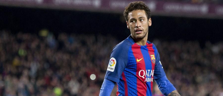 """Słynny brazylijski piłkarz Neymar dostał wolne od selekcjonera reprezentacji tego kraju i nie wystąpi w towarzyskich meczach """"Canarinhos"""" w Australii - 9 czerwca z Argentyną i cztery dni później z gospodarzami. Oba spotkania odbędą się w Melbourne."""