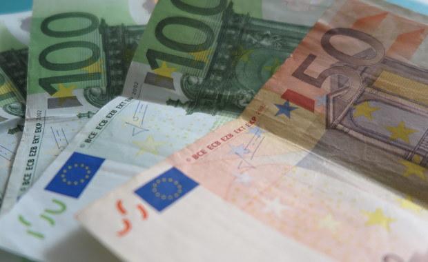 """To nieporozumienie - w ten sposób wiceszef Komisji Europejskiej ds. euro Valdis Dombrovskis odniósł się do informacji dziennika """"Frankfurter Allgemeine Zeitung"""", że KE chciałaby do 2025 roku wprowadzić wspólną walutę euro we wszystkich 27 krajach UE."""