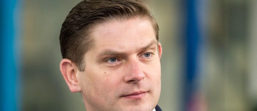 MON jest gotowe udostępniać parlamentarzystom opozycji wszelkie dokumenty - zapewnił wiceszef MON Bartosz Kownacki, odnosząc się do stanowiska Platformy Obywatelskiej. Zaznaczył, że przygotowanie dokumentacji wymaga pracy i czasu.