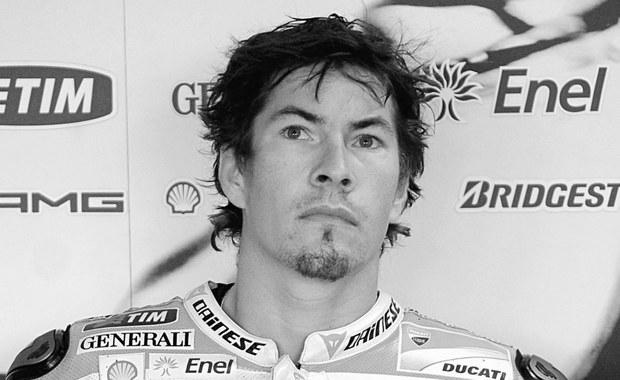 Zmarł były motocyklowy mistrz świata Nicky Hayden - poinformowano w komunikacie szpitala Maurizio Bufaliniego w Cesenie. 35-letni Amerykanin 17 maja został potrącony przez samochód podczas wycieczki rowerowej w okolicach Rimini.