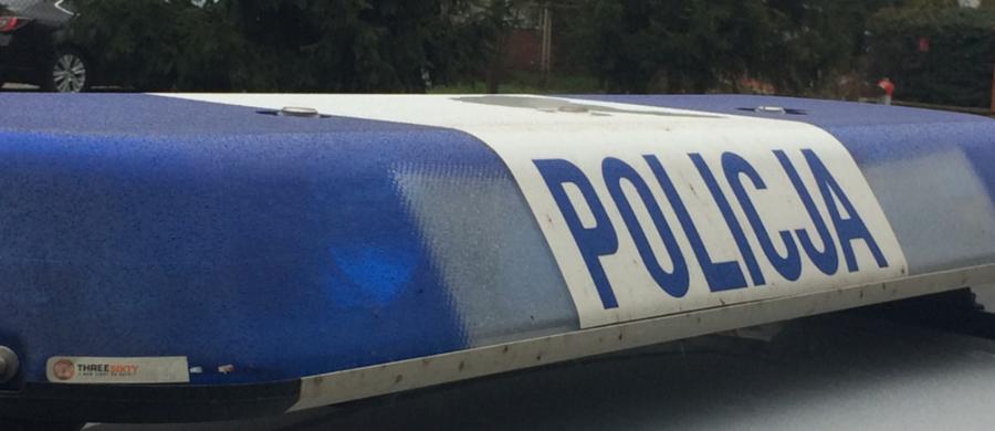 Policja i prokuratura z Opoczna w Łódzkiem wyjaśnia okoliczności śmierci trzymiesięcznej dziewczynki, do której prawdopodobnie doszło wczoraj. Zatrzymano oboje rodziców dziecka.