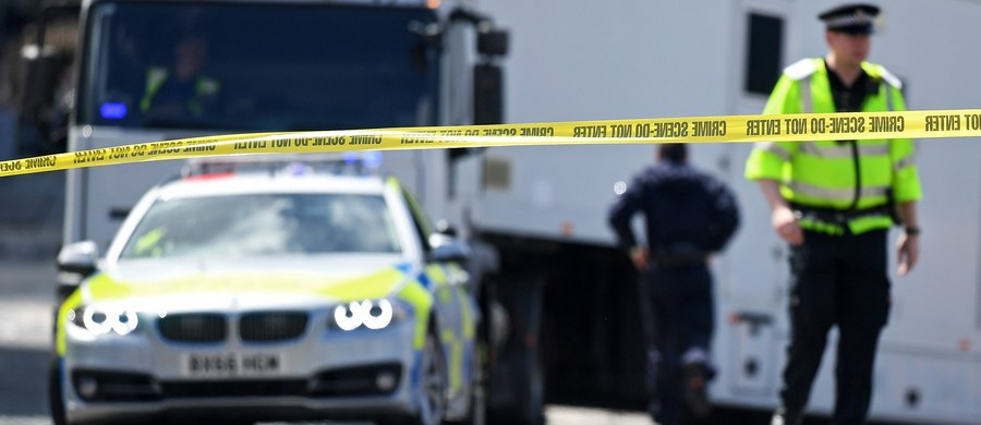 Brytyjskie służby przekazały władzom Francji, że mężczyzna podejrzany o przeprowadzenie zamachu bombowego w Manchesterze, Salman Abedi, prawdopodobnie wcześniej podróżował do Syrii - powiedział francuski minister spraw wewnętrznych Gerard Collomb. 22-latek w poniedziałek wieczorem podłożył ładunek wybuchowy przy wyjściu z hali, gdzie zakończył się koncert amerykańskiej piosenkarki pop Ariany Grande. Zginęły co najmniej 22 osoby, w tym dwoje Polaków. Wiele osób zostało rannych.