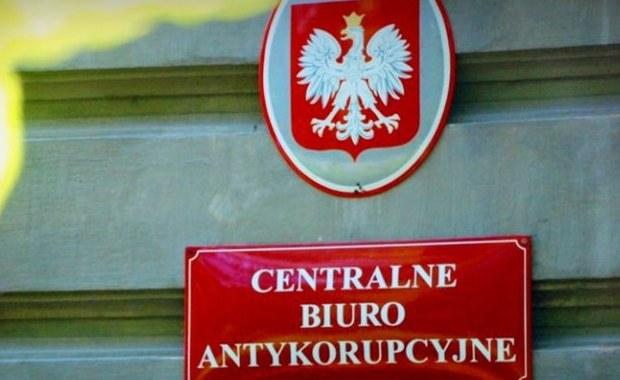Centralne Biuro Antykorupcyjne zatrzymało adwokat z Rzeszowa. CBA poinformowało, że Anna D. która chciała przekupić asystentkę prokuratora z Wrocławia. Mecenas – jak twierdzi Biuro - za łapówkę chciała uzyskać informacje ze śledztwa. Sąd zdecydował o aresztowaniu Anny D. na dwa miesiące.