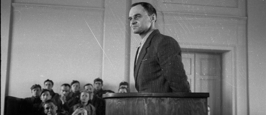 69 lat temu, 25 maja 1948 r., władze komunistyczne wykonały wyrok śmierci na rotmistrzu Witoldzie Pileckim. Pilecki był oficerem ZWZ-AK, w 1940 r. dobrowolnie poddał się wywózce do Auschwitz, aby zdobyć informacje o obozie. W 1947 r. został aresztowany przez UB. Był torturowany i oskarżony o działalność wywiadowczą na rzecz rządu RP na emigracji.