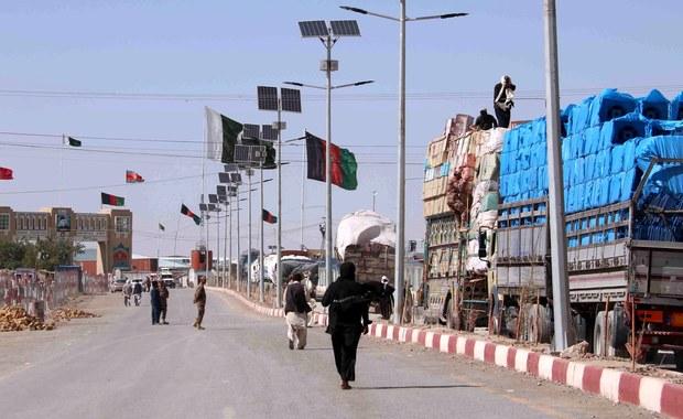 Co najmniej 15 osób zginęło, gdy ciężarówka, którą jechali, zjechała z górskiej drogi na północ od Kabulu - poinformowały lokalne władze. Wszystkie ofiary były członkami jednej rodziny.