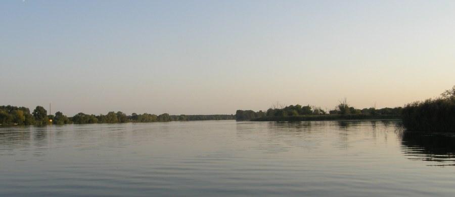 32-letni mężczyzna z Ukrainy utopił się podczas spływu kajakowego po rzece Prośnie. Do wypadku doszło w okolicach Wieruszowa w Łódzkiem.