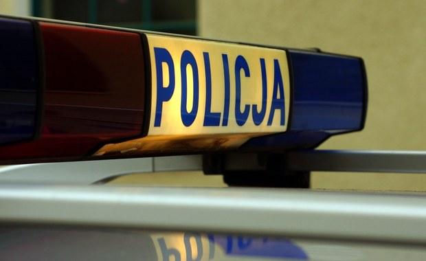 Kobieta, której ciało znaleziono w sobotę w mieszkaniu w Tychach została uduszona - tak wykazała sekcja zwłok. Mężczyzna, z którym mieszkała tego samego dnia zginął pod kołami pociągu.