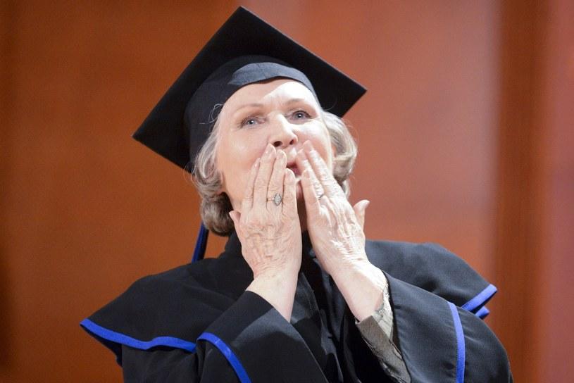 W środę (31 maja) odbyło się uroczyste posiedzenie Senatu Akademii Muzycznej w Łodzi poświęcone nadaniu tytułu doktora honoris causa Irenie Santor. Po raz pierwszy w historii polskiej piosenki ten zaszczytny tytuł przyznano artyście estrady.