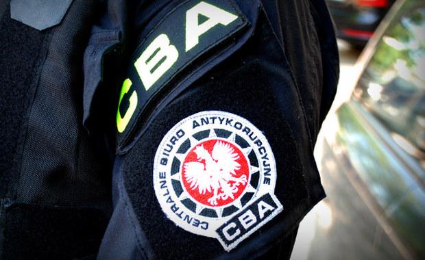 Byłe kierownictwo Radia Olsztyn zatrzymane przez agentów Centralnego Biura Antykorupcyjnego - dowiedzieli się reporterzy RMF FM. Poza byłymi: prezesem, wiceprezesem i członkiem rady nadzorczej olsztyńskiej rozgłośni, w ręce funkcjonariuszy wpadł także były prezes Zarządu Zakładu Budynków Komunalnych w Olsztynie.