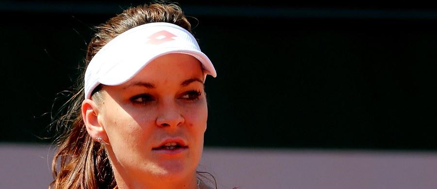"""Rozstawiona z """"dziewiątką"""" Agnieszka Radwańska awansowała do trzeciej rundy wielkoszlemowego turnieju French Open. Polska tenisistka pokonała w Paryżu Belgijkę Alison van Uytvanck 6:7 (3-7), 6:2, 6:3."""