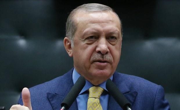 Prezydent Turcji Recep Tayyip Erdogan oświadczył, że zamierza wznieść mur wzdłuż granic z Irakiem oraz Iranem, podobny do tego, który jest obecnie na ukończeniu wzdłuż granicy turecko-syryjskiej.