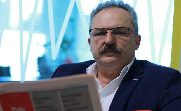 Na jesieni powinien być gotowy o powołanie komisji śledczej ds. wyłudzeń VAT, które miały miejsce za rządów PO-PSL - poinformował PAP poseł Kukiz'15 Marek Jakubiak. Jak podkreślił nie można odpuścić tego, że przez lata przymykano oko na setki miliardów złotych wyprowadzonych z budżetu państwa.