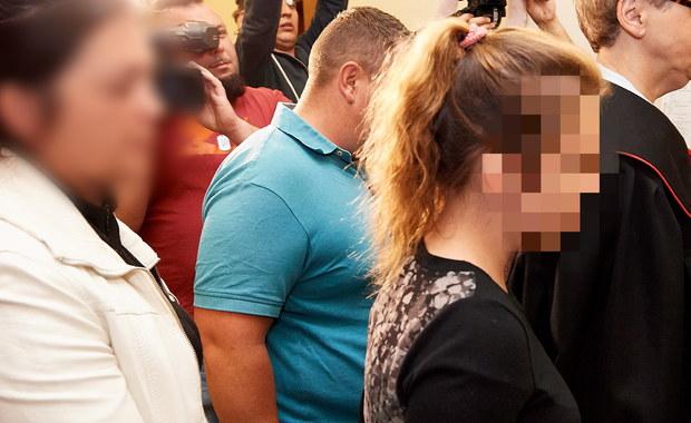 Przed Wydziałem Rodzinnym Sądu Rejonowego Gdańsk Południe rozpoczął się proces siedmiorga nieletnich podejrzewanych o udział w pobiciu 14-letniej gimnazjalistki lub podżegania do bójki. Sprawa toczy się za zamkniętymi drzwiami. Wcześniej, na czas trwania postępowania sądowego, sąd umieścił dwóch nieletnich w młodzieżowym ośrodku wychowawczym, a wobec trzeciej nieletniej zastosował dozór kuratora.