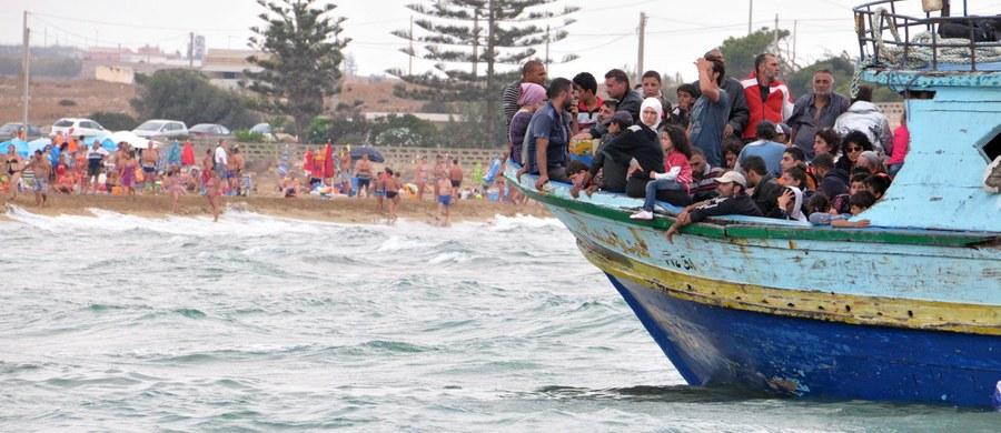 Włoska policja i Gwardia Finansowa rozbiły szajkę przemytników imigrantów z Tunezji na Sycylię. Istnieją podejrzenia, że włosko-tunezyjski gang, którego 15 członków aresztowano we wtorek, nowoczesnymi pontonami przerzucał do Europy także dżihadystów.