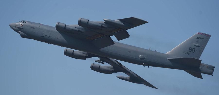 Rosyjski myśliwiec Su-27 przechwycił i eskortował bombowiec sił powietrznych USA B-52 lecący nad Morzem Bałtyckim wzdłuż granicy Rosji. Taką informację przekazało rosyjskie ministerstwo obrony.