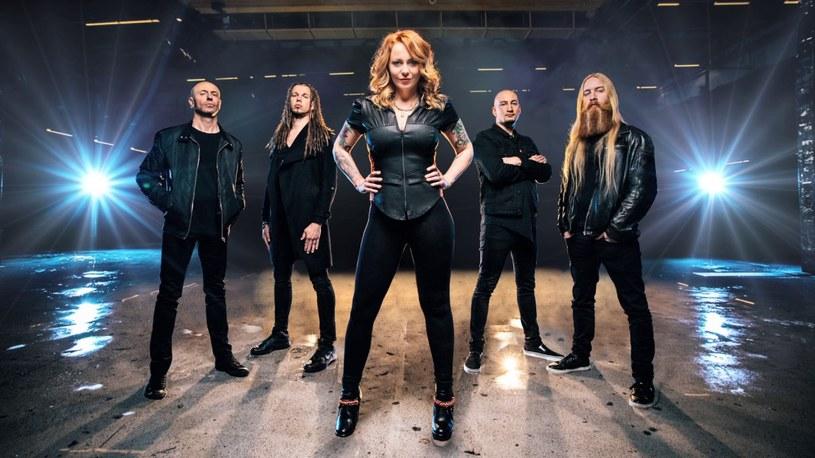 Nowo powstała, holenderska grupa Vuur podzieliła się utworem z debiutanckiego albumu.