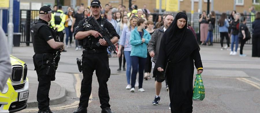Brytyjska policja aresztowała na lotnisku Heathrow w Londynie kolejną osobę w ramach śledztwa prowadzonego w sprawie samobójczego zamachu, do którego doszło pod koniec maja w Manchesterze. Zginęły wówczas 22 osoby, a ponad 120 zostało rannych.