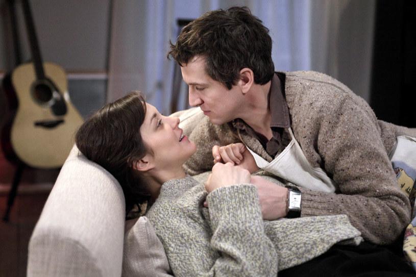 """""""Facet do wymiany"""" (oryg. """"Rock'n Roll"""") to komediowa instrukcja obsługi kryzysu wieku średniego, która pokaże jak z """"przeciętniaka"""" stać się rock'n'rollowym zdobywcą serc! W filmie występują: Marion Cotillard (""""O północy w Paryżu"""") oraz Guillaume Canet (""""Niebiańska plaża"""") - czyli partnerzy z prawdziwego życia, w roli... filmowej pary!"""