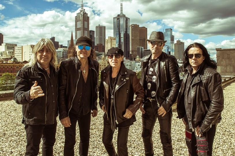 Muzycy Scorpions osobiście odsłonią gwiazdę zespołu w znajdującej się tuż pod Wawelem krakowskiej Alei Gwiazd, podczas ceremonii, która odbędzie się w piątek, 23 czerwca, o godz. 16:00. Dzień później legendarna grupa zagra na Tauron Life Festival Oświęcim.