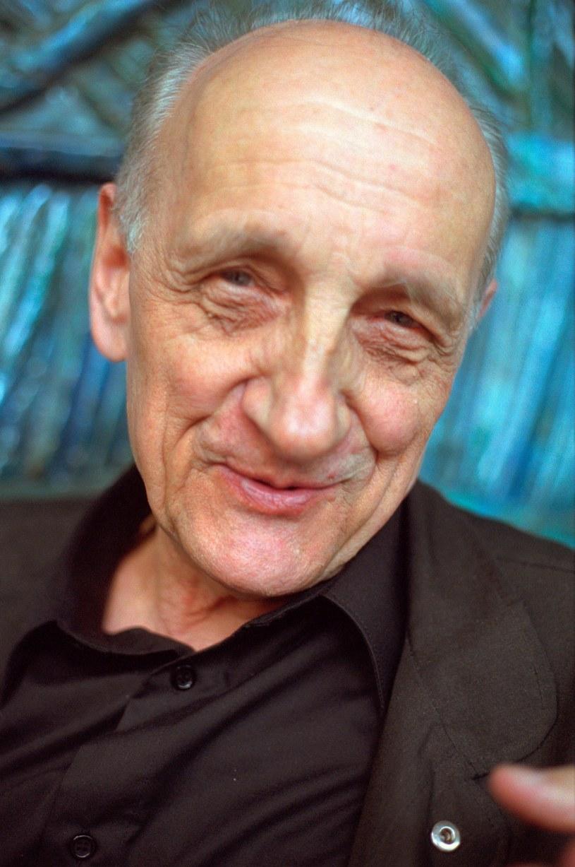 Twórca polskiej szkoły dokumentu, wybitny reżyser i nauczyciel filmowców Kazimierz Karabasz został w czwartek uhonorowany tytułem doktora honoris causa Szkoły Filmowej w Łodzi. Po raz pierwszy w historii łódzkiej uczelni uczczono w ten sposób dokumentalistę.