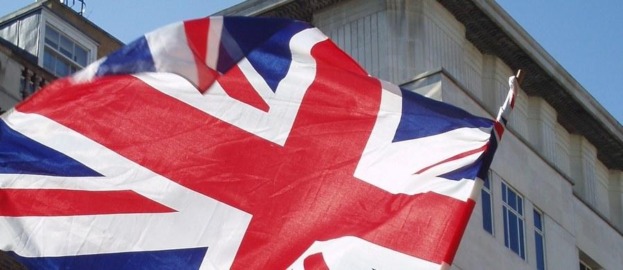 Północnoirlandzka Demokratyczna Partia Unionistów (DUP) zaprzeczyła w nocy z soboty na niedzielę, że zawarła porozumienie z brytyjską Partią Konserwatywną ws. wspierania nowego rządu Theresy May. Jak zaznaczono, dalsze rozmowy odbędą się w przyszłym tygodniu.