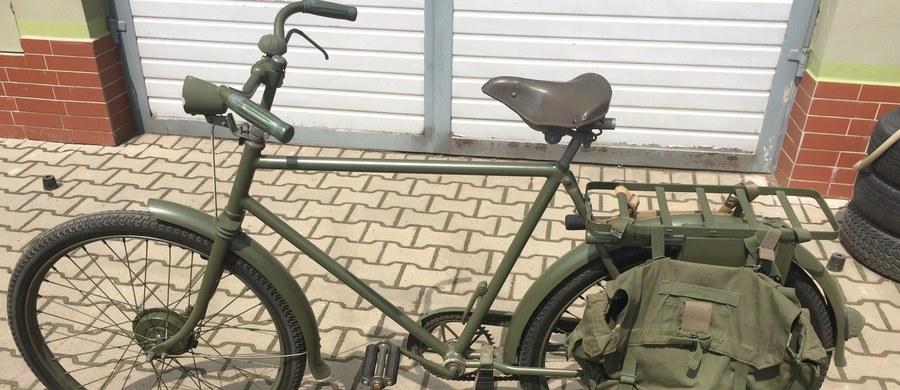 Wynalazcy dynamitu, żarówki czy telefonu mieli więcej szczęścia - o Karlu Dreisie słyszał mało kto, a to właśnie ten Niemiec równo 200 lat jako pierwszy przejechał swoim wynalazkiem 8 kilometrów. Pokonanie trasy przez Mannheim ważącą 50 funtów maszyną zajęło mu ponad pół godziny, co pozwoliło określić średnią prędkość na 15 km/h. To właśnie ta podróż uważana jest za narodziny roweru.