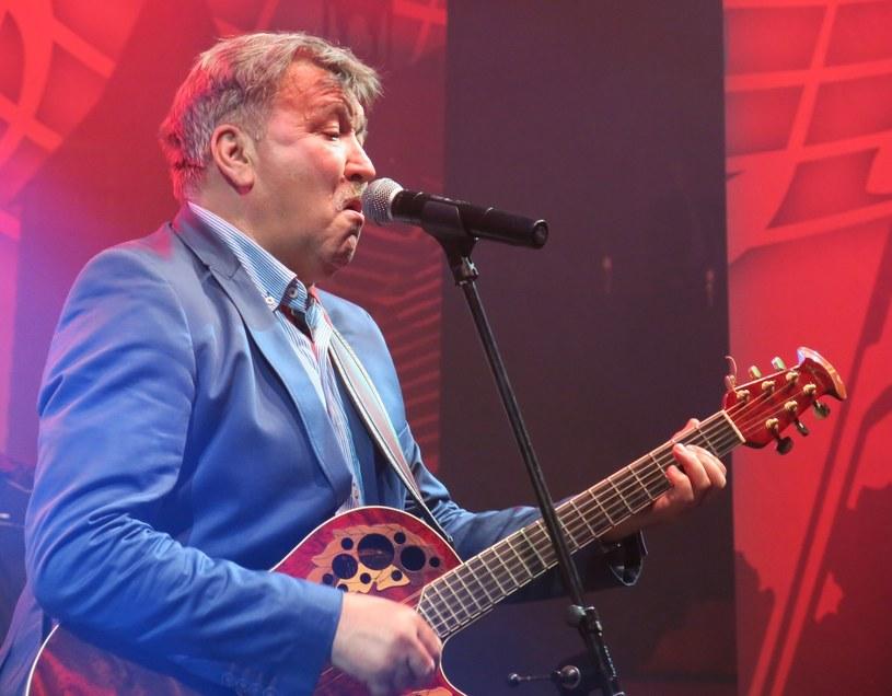Pamiętany z grup Dwa Plus Jeden oraz Andrzej i Eliza kompozytor i wokalista Andrzej Rybiński pracuje nad nowymi piosenkami. Ujawnił, że napisał też utwory dla Edyty Górniak.