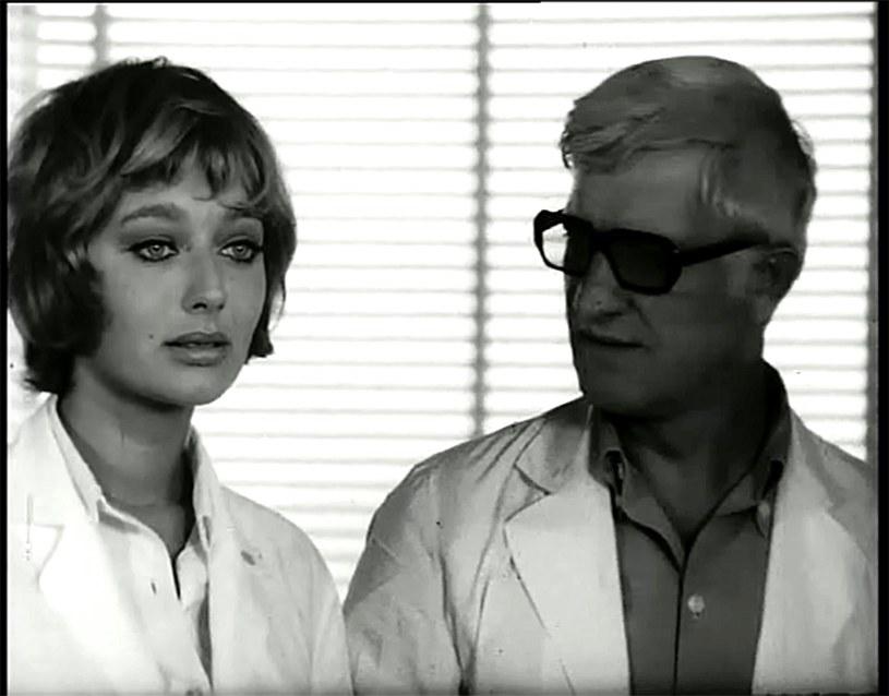"""Ten niezwykły film pokazuje w krzywym zwierciadle bohaterów socrealistycznych i superbohaterów popkultury. """"Hydrozagadka"""", komedia Andrzeja Kondratiuka z 1970 roku, od lat należy do najbardziej kultowych polskich filmów."""