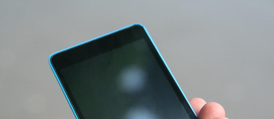 """""""Zniesienie opłat roamingowych to prawdziwy europejski sukces"""" - napisali we wspólnym oświadczeniu przedstawiciele instytucji unijnych. Od dziś obywatele Unii Europejskiej podróżujący po państwach Wspólnoty będą mogli dzwonić, wysyłać SMS-y i korzystać z internetu płacąc za to stawkę krajową."""