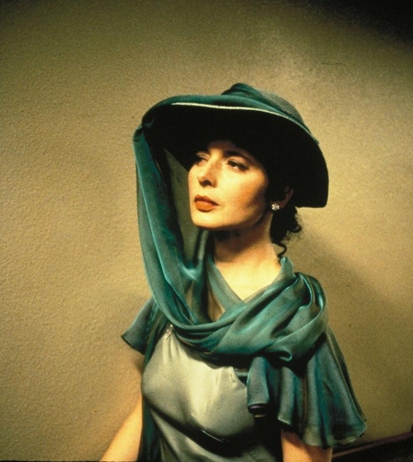 Jej rodzice byli uznanymi artystami filmowymi. Na początku lat dziewięćdziesiątych została uznana za jedną z najpiękniejszych kobiet na świecie. Odnosiła sukcesy jako aktorka i modelka. Isabella Rossellini kończy w niedzielę, 18 czerwca, 65 lat.